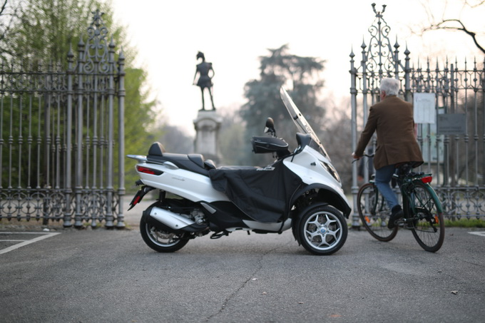 Piaggio Mp3 Lt 300ie Business, con un kit a prova di gita a Courmayeur [PROVA SU STRADA]