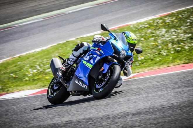 Suzuki_GSX-R1000_pss_2017_12