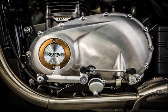 Triumph_Bonneville_Bobber_pss_2017_10