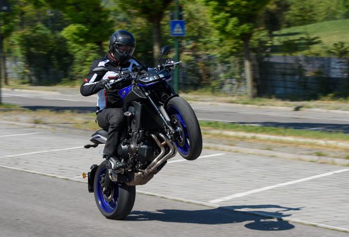 Yamaha MT-09 MY 2017, la fun-bike diventa pratica [PROVA SU STRADA]