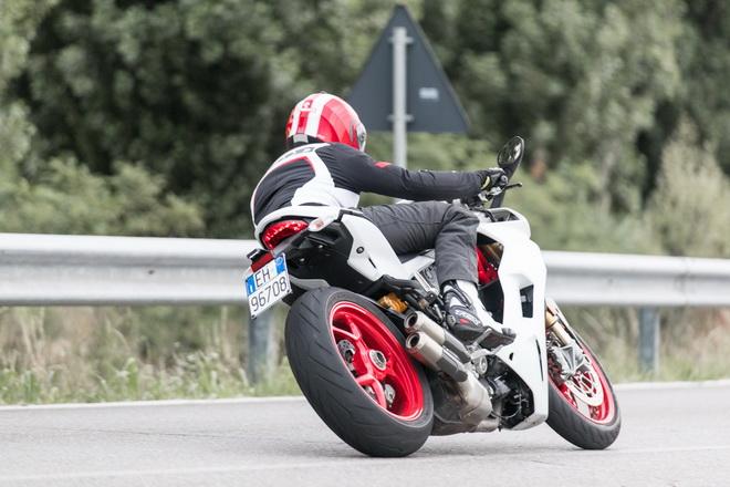 Ducati_Supersport_pss_2017_03
