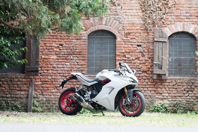 Ducati_Supersport_pss_2017_12