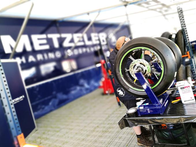 Tourist Trophy 2017, alla corsa stradale più famosa del Mondo dal Metzeler Village