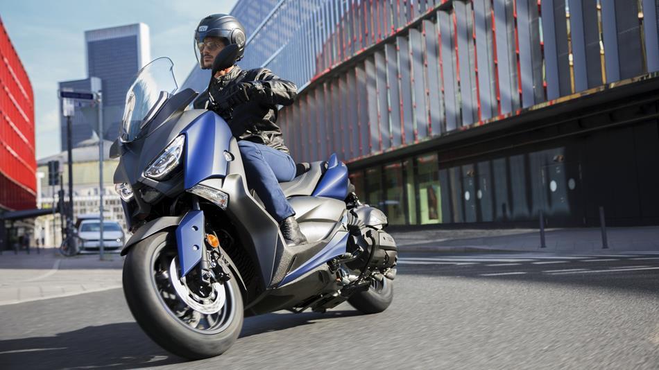 Yamaha presenta il nuovo X-MAX 400: Cambia lo stile ma la sostanza resta
