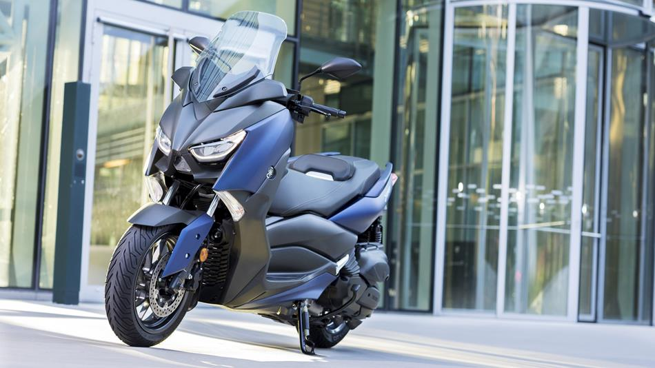 2018-Yamaha-X-MAX-400-EU-Phantom-Blue-Static-007