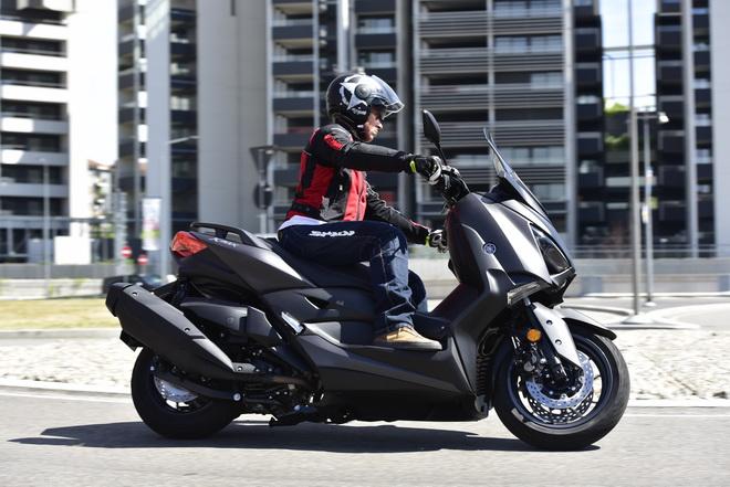 Yamaha_X_MAX400_pss_2017_02