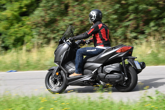 Yamaha_X_MAX400_pss_2017_12