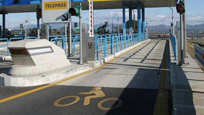 Ridurre i pedaggi autostradali per le moto: il Governo sposa la richiesta di ANCMA