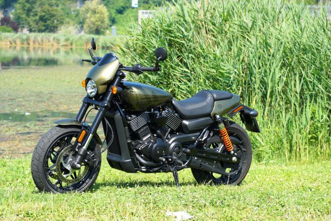 Harley-Davidson_Street_Rod_750_pss_2017_01