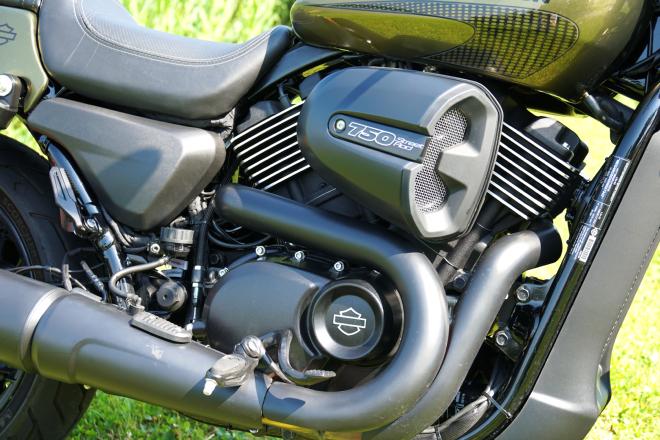 Harley-Davidson_Street_Rod_750_pss_2017_10