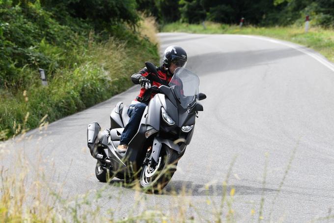 Yamaha X-MAX 400, e ora chi gli fa concorrenza? [VIDEO PROVA SU STRADA]