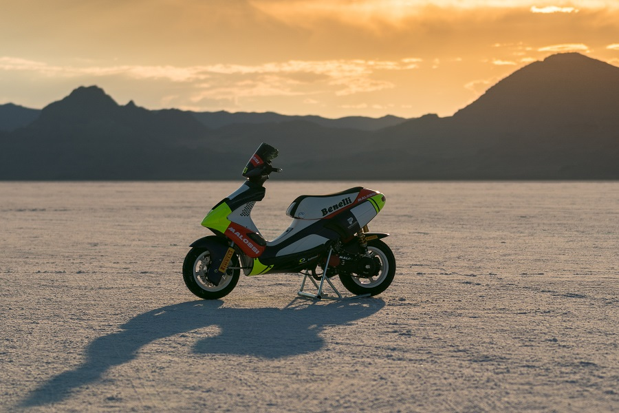 lo-scooter-a-bonneville-salt-flats