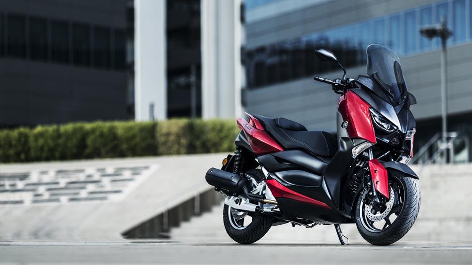 2018-Yamaha-XMAX-125-ABS-EU-Radical-Red-Static-007