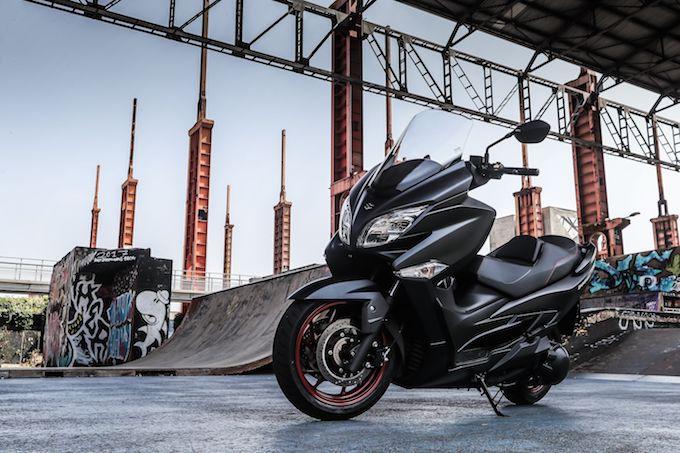 Suzuki Burgman 400 ABS parte in tour per l'Italia