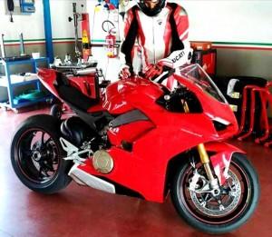 Ducati V4: Potrebbe essere questa la versione definitiva della Desmosedici Stradale- FOTO