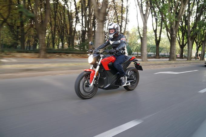 Zero Motorcycles SR ZF13.0 con Power Tank, un piede nel futuro? [PROVA SU STRADA]