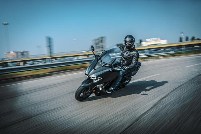 Yamaha Tmax SX, la sesta generazione è la più sportiva di sempre [VIDEO PROVA SU STRADA]