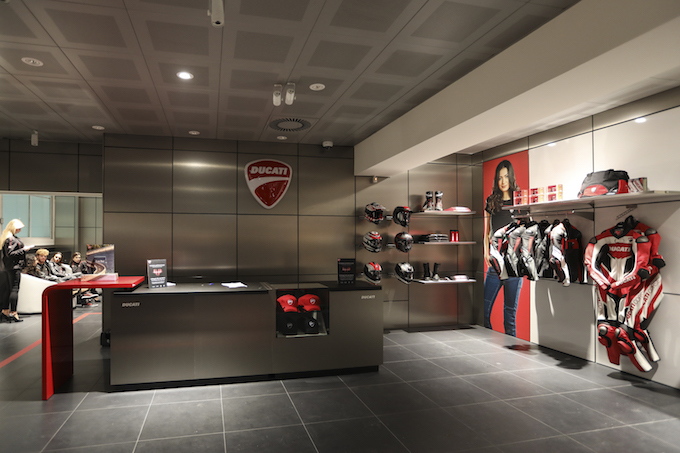 Milano si tinge di rosso: ecco il nuovo Flagship Store Ducati