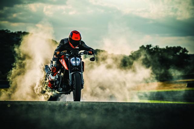 KTM svela la 790 Duke a EICMA 2017 [FOTO]