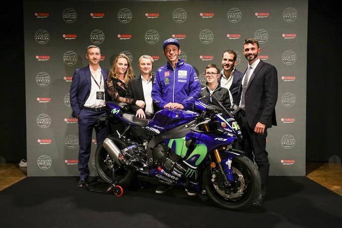 Yamaha e Valentino Rossi consegnano la M1 VR46 al vincitore dell'asta CharityStars.com