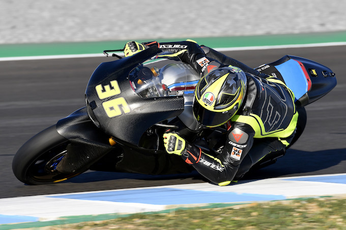 AGV: Joan Mir prova il casco Pista GP R nei test di Jerez