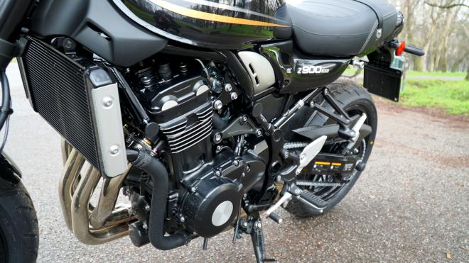 Kawasaki_Z900RS_Pss_2018_06