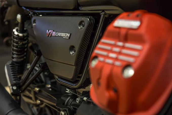 Moto Guzzi-V7 III-Carbon-4