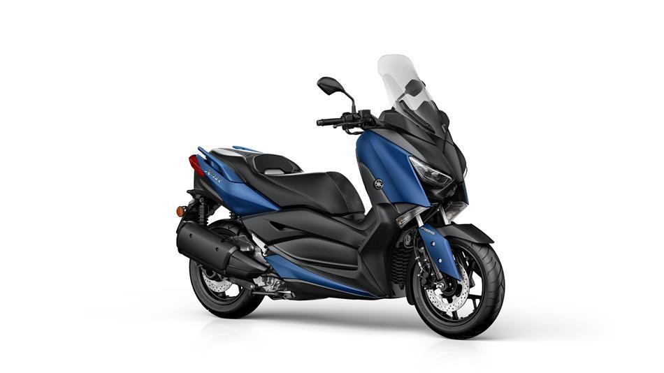 2018-Yamaha-X-MAX-300A-EU-Phantom-Blue-Studio-001