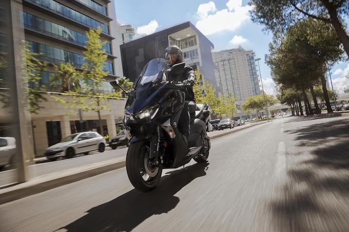 Yamaha TMax SX Sport Edition: prestazioni senza compromessi