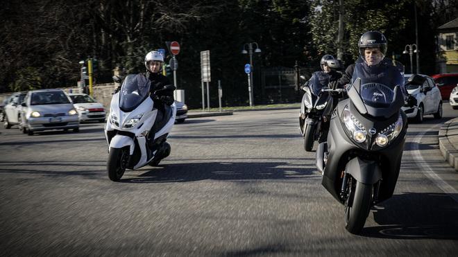 Yamaha_X-Max_400_Suzuki_Burgman_400_Sym_MaxSym_400_ Comparativa_Prova_su_strada_2018_003