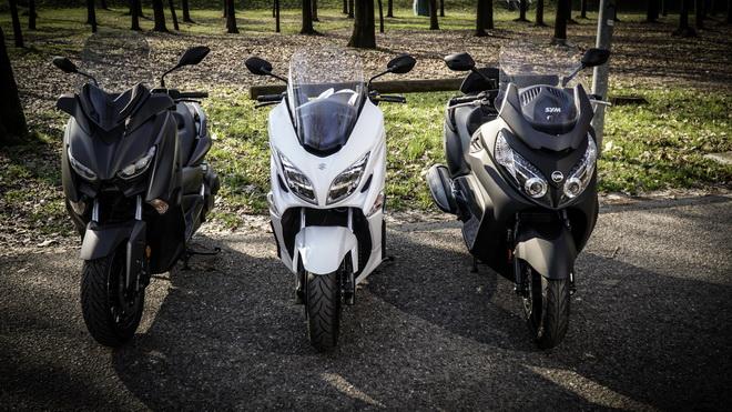 Yamaha_X-Max_400_Suzuki_Burgman_400_Sym_MaxSym_400_ Comparativa_Prova_su_strada_2018_010