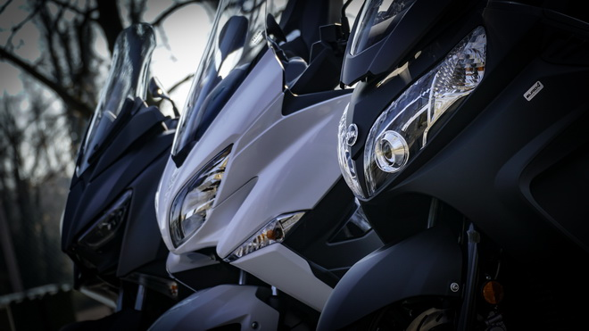 Yamaha_X-Max_400_Suzuki_Burgman_400_Sym_MaxSym_400_ Comparativa_Prova_su_strada_2018_013