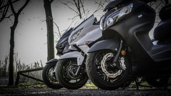 Yamaha_X-Max_400_Suzuki_Burgman_400_Sym_MaxSym_400_ Comparativa_Prova_su_strada_2018_014