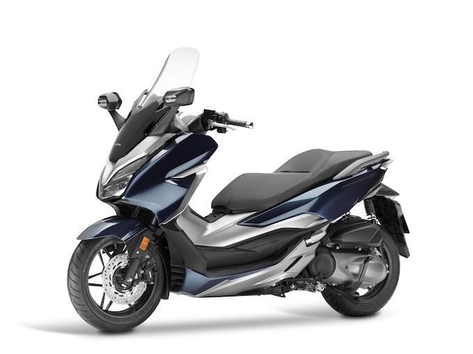 Honda Forza 300: dal Giappone arriva uno scooter tutto nuovo