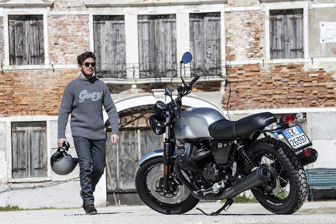 Moto Guzzi-V7-III-Milano-Carbon-Rough-1