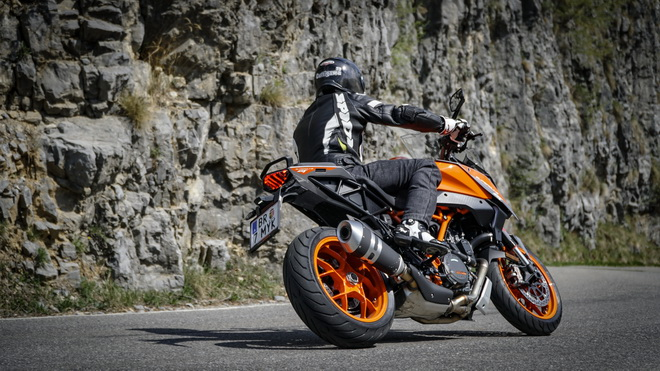 KTM_1290_Super_Duke_GT_pss_2018_01