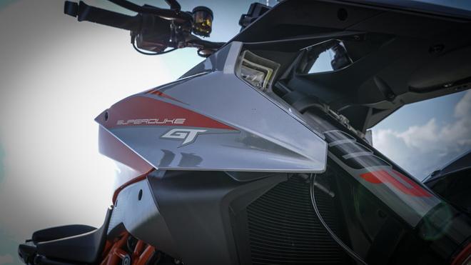 KTM_1290_Super_Duke_GT_pss_2018_16