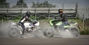 Kawasaki Z900RS Cafe e BMW R nineT Racer, due modi diversi di essere bellissime! [PROVA SU STRADA]
