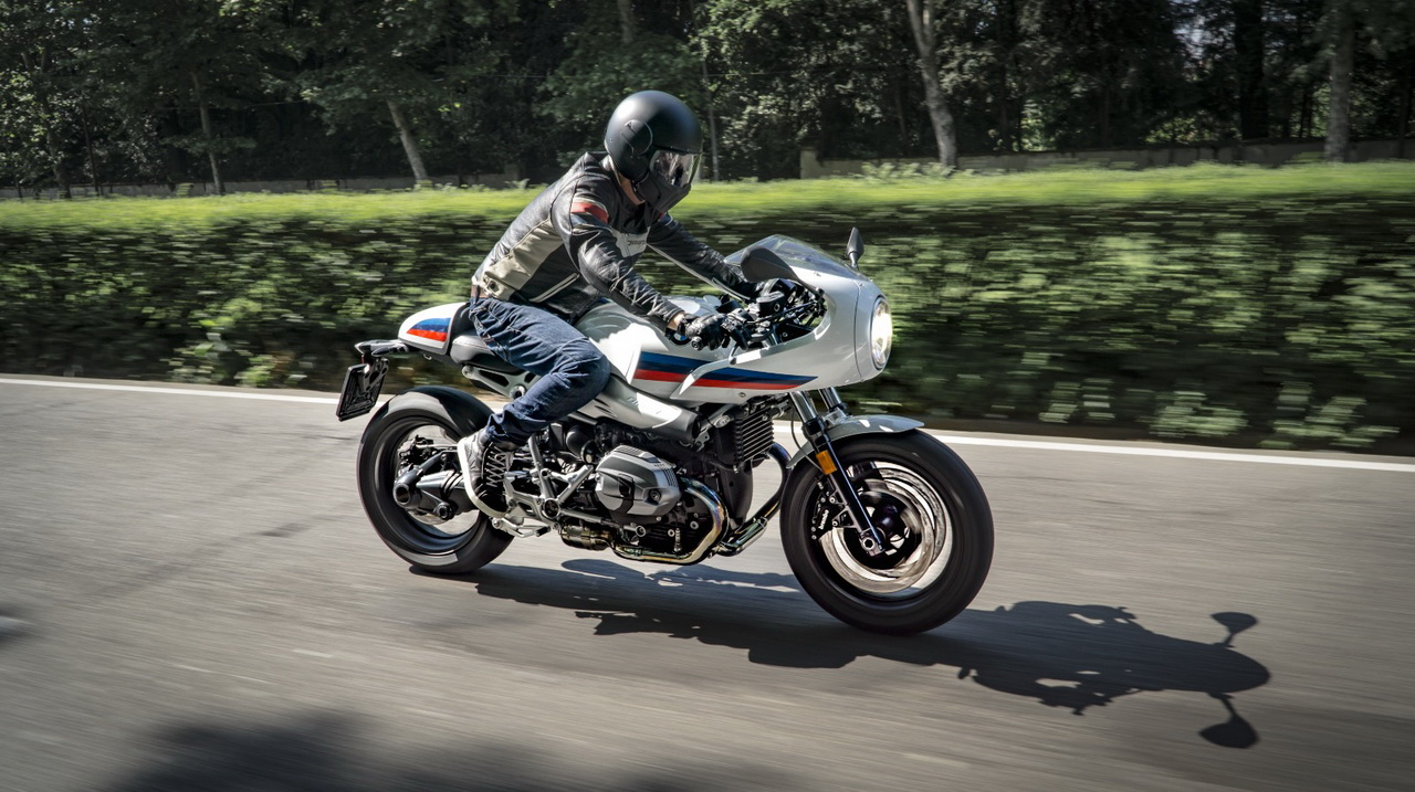 Kawasaki_Z900RS_Cafe_BMW_R_nineT_ Racer_2018_3