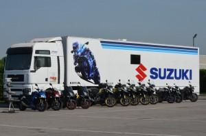 Suzuki infiamma l'estate a due ruote