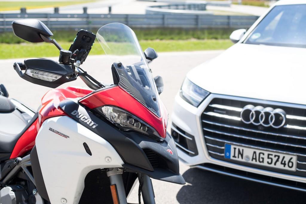 Ducati e Audi al lavoro per  facilitare la comunicazione tra moto e auto