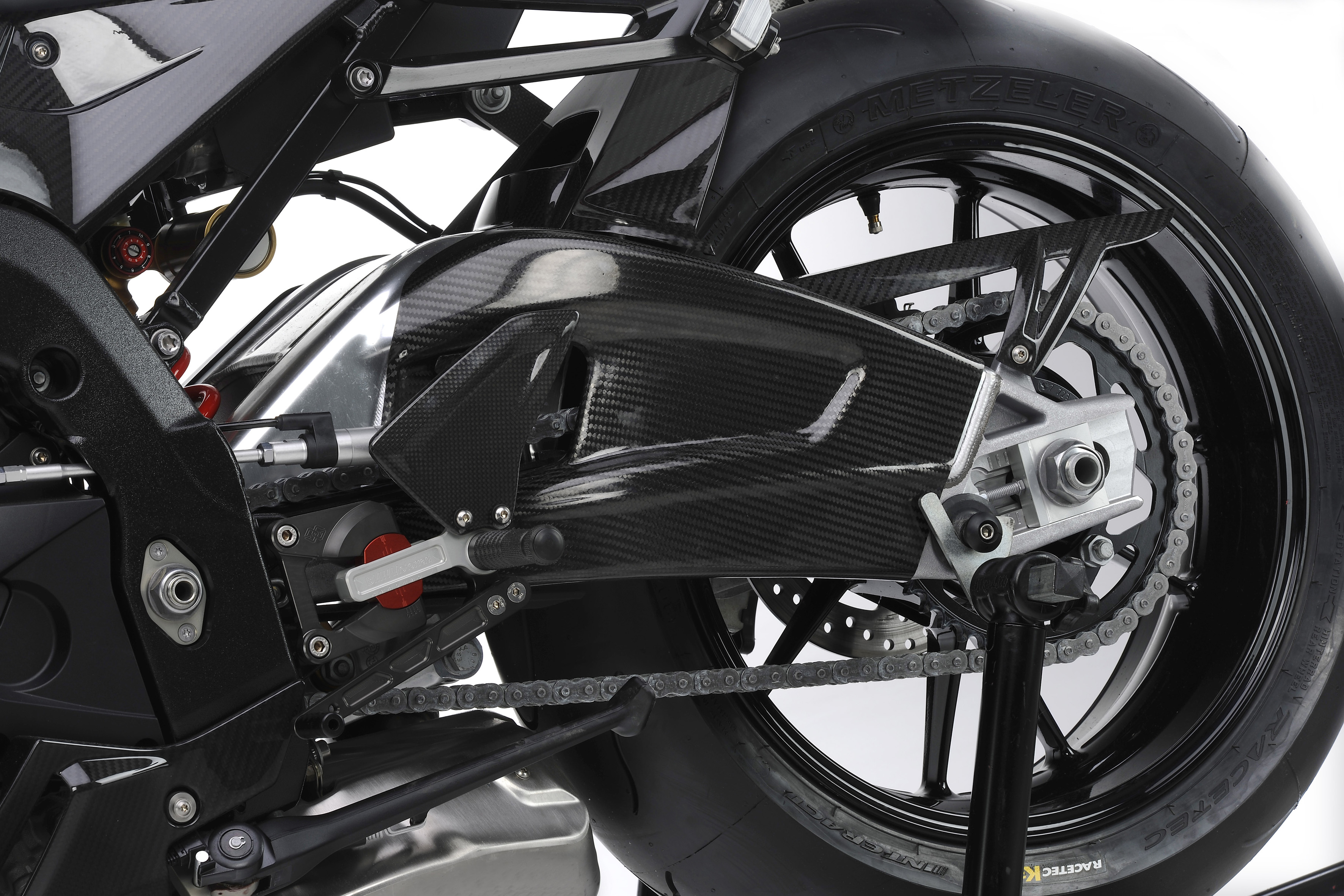 BMW S 1000 RR Limited Edition - Adjustable gear pedal HP Special Parts - Carbon swingarm cover (02/2011)