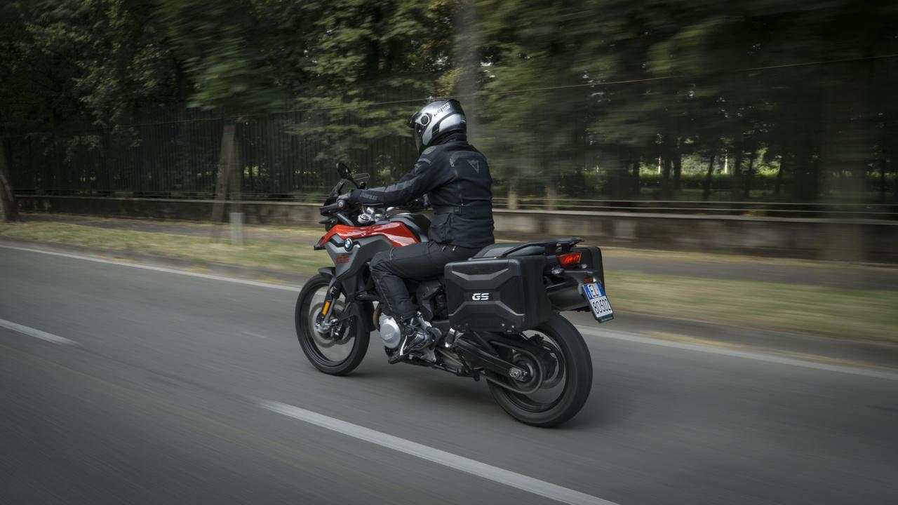 Triumph_Tiger_800_XRT_BMW_F850GS_doppia_prova_su_strada_2018_04