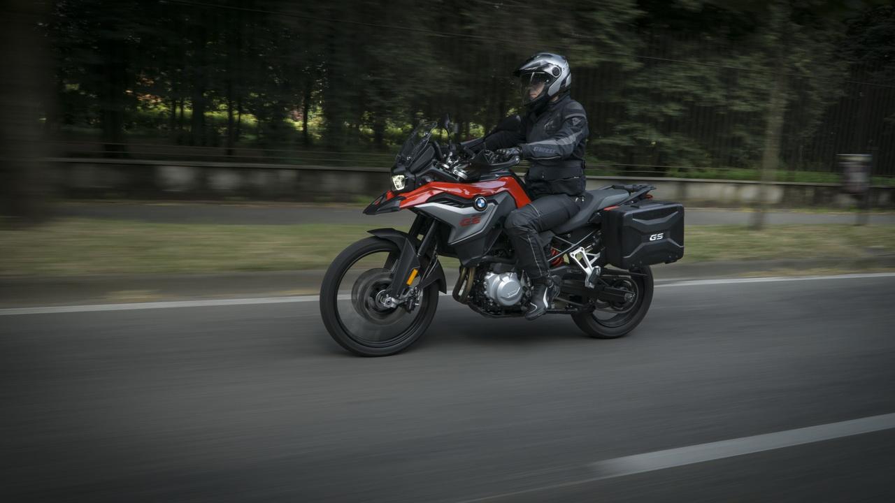 Triumph_Tiger_800_XRT_BMW_F850GS_doppia_prova_su_strada_2018_05