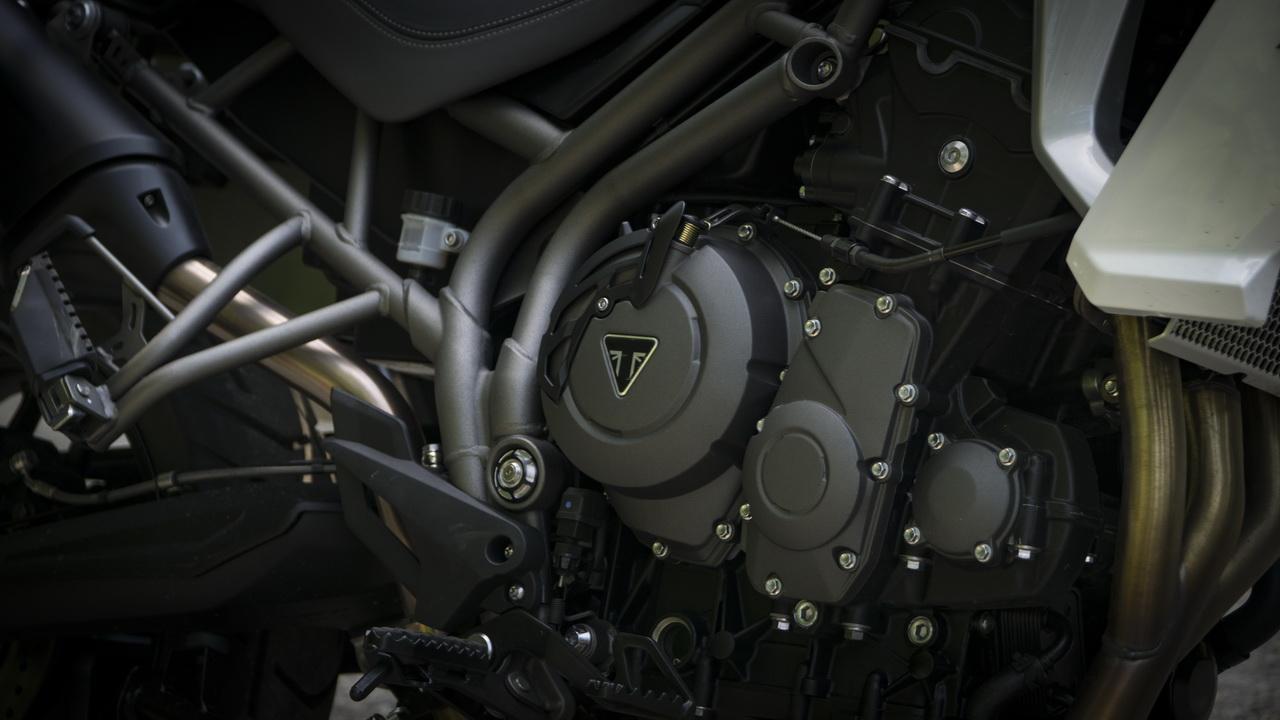 Triumph_Tiger_800_XRT_BMW_F850GS_doppia_prova_su_strada_2018_22