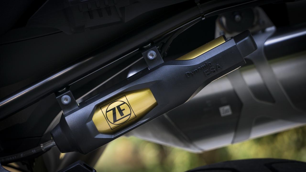 Triumph_Tiger_800_XRT_BMW_F850GS_doppia_prova_su_strada_2018_42