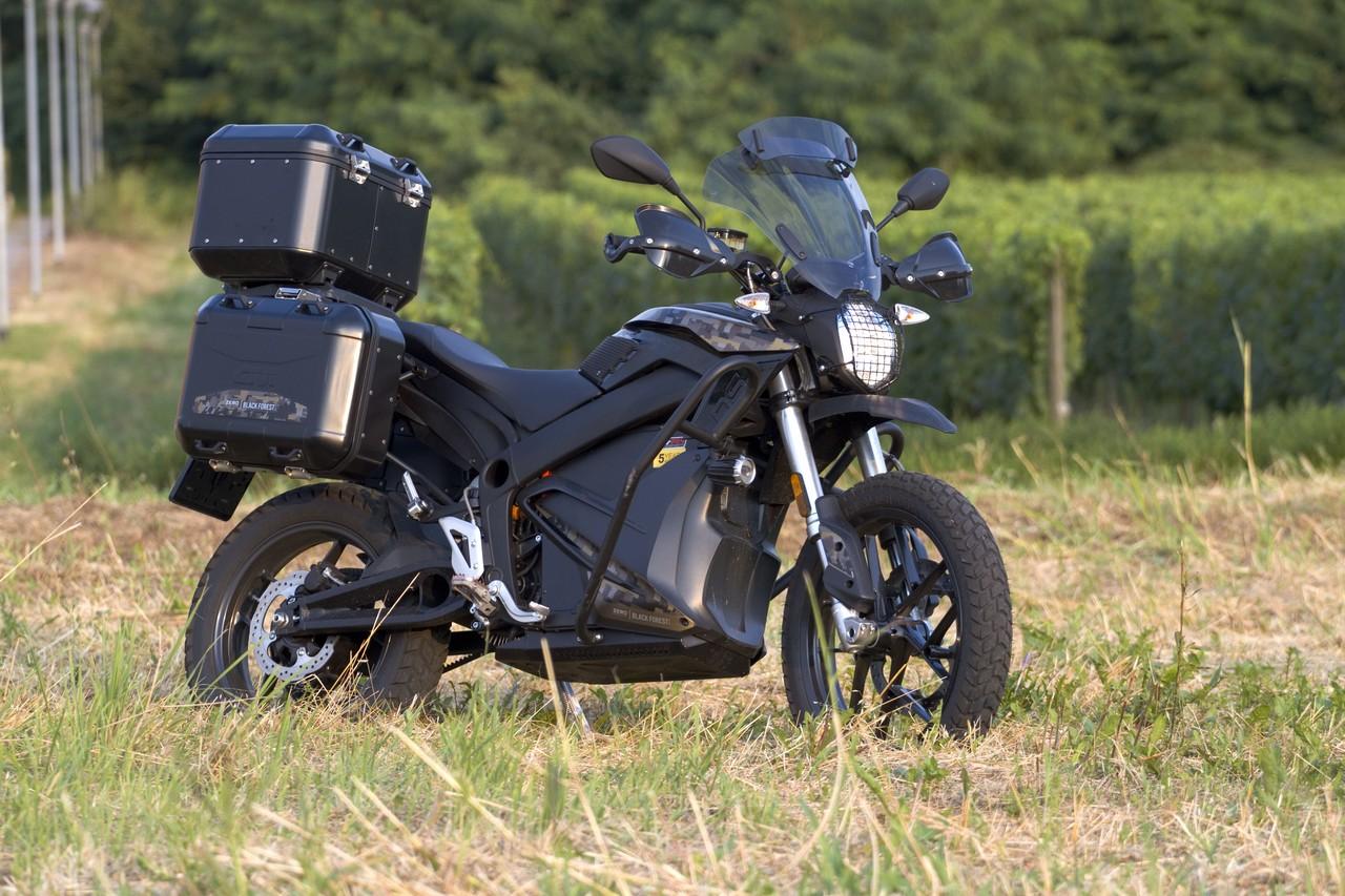 Zero_Motorcycles_DSR_Black_Forest_prova_su_strada_2018_01