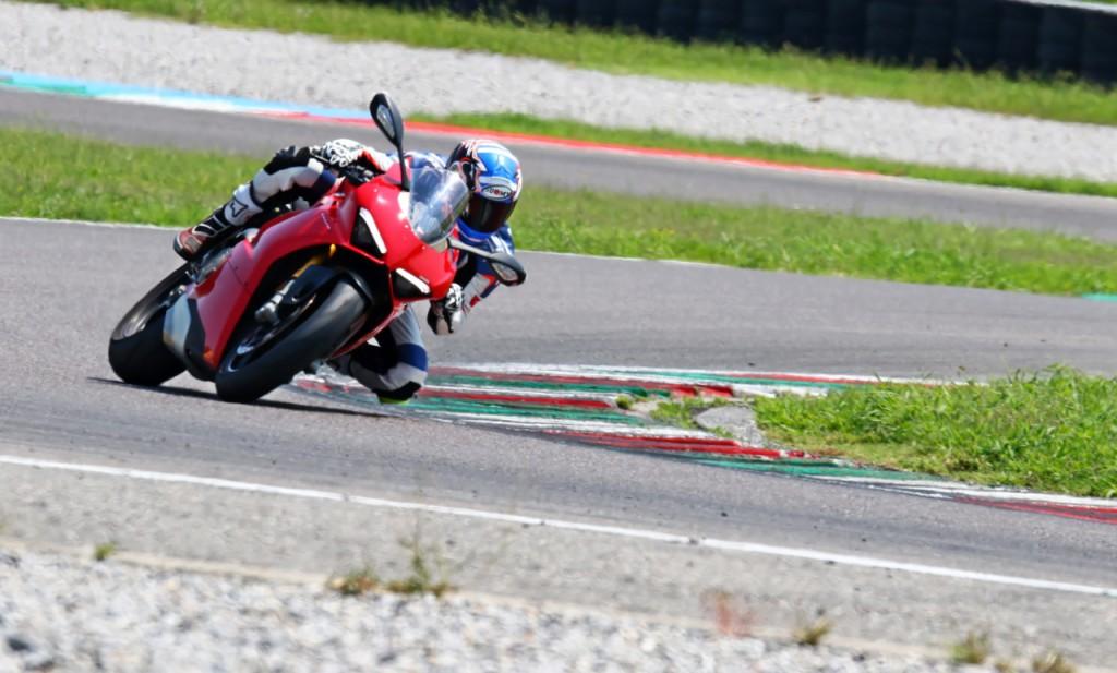 Ducati_Panigale_V4S_prova_su_strada_2018_97
