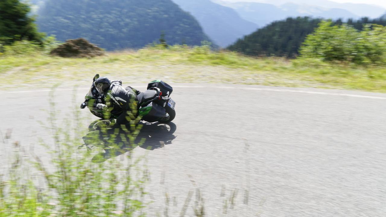 Kawasaki_Ninja_H2_SX_SE_prova_su_strada_2018_51