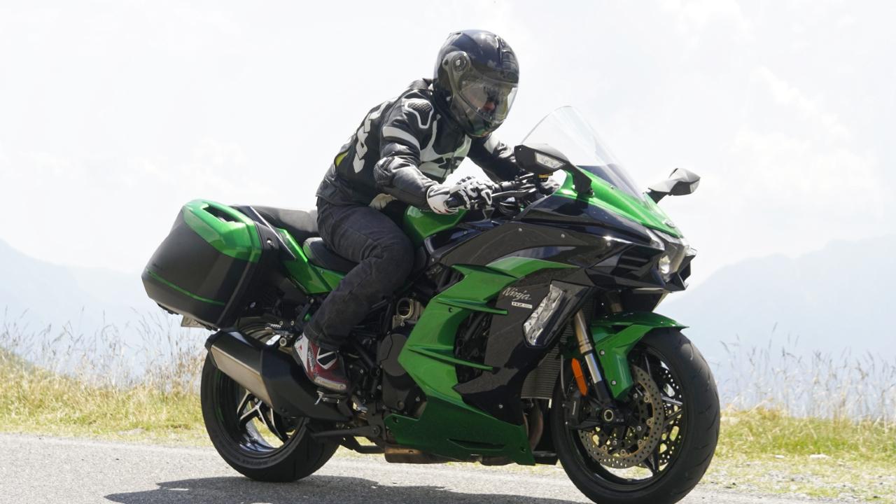 Kawasaki_Ninja_H2_SX_SE_prova_su_strada_2018_73